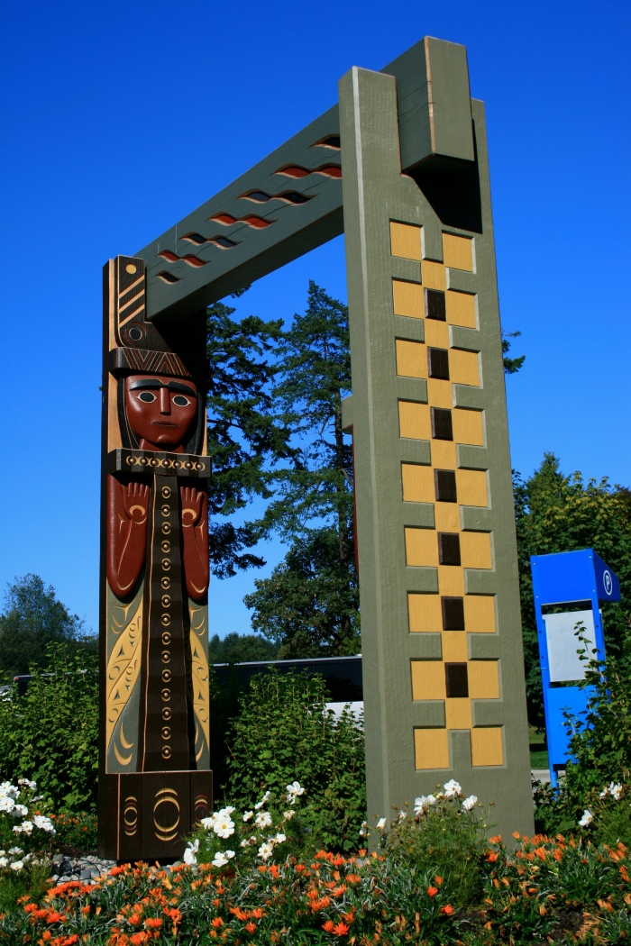 u-public-art-civic-susan-point-people-amongst-the-people-image-03-photo-credit-coast-salish-arts